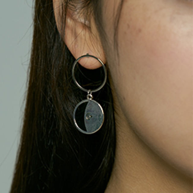 [하와] Black half moon earring