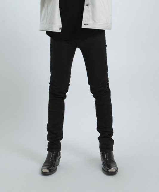 [우니베르소]SLIM STRAIGHT COTTED JEANS-BLACK