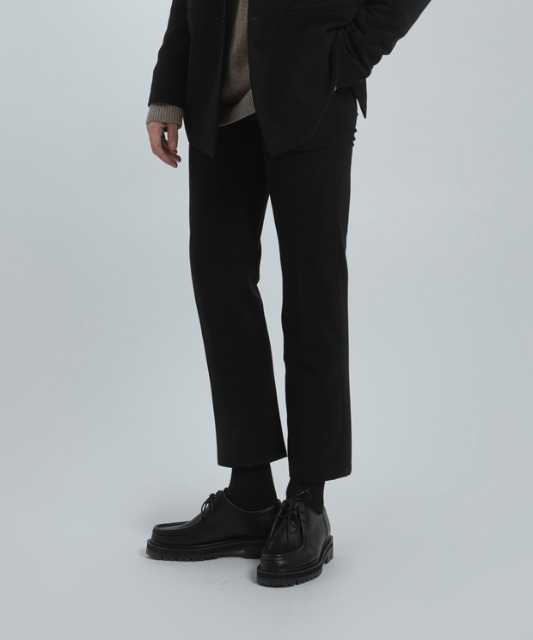 [우니베르소]SLIM STRAIGHT TROUSERS-BLACK
